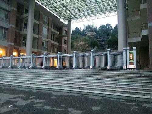 长沙西城建设集团伸缩门工cheng